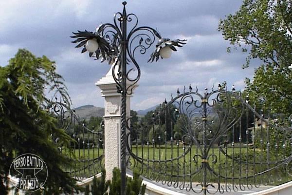 Come arredare il giardino col ferro battuto for Arredo giardino ferro battuto