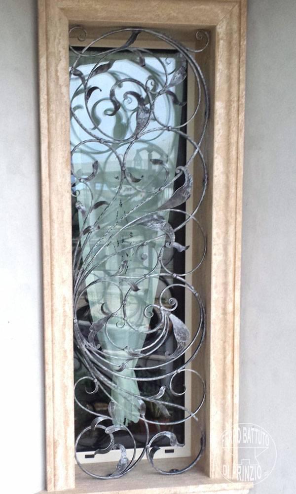 Realizzazione grate e protezioni ferro battuto di prinzio - Cancellate per finestre ...