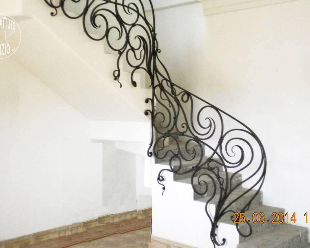 Balaustre interne in ferro scale in ferro battuto - Scale classiche per interni ...