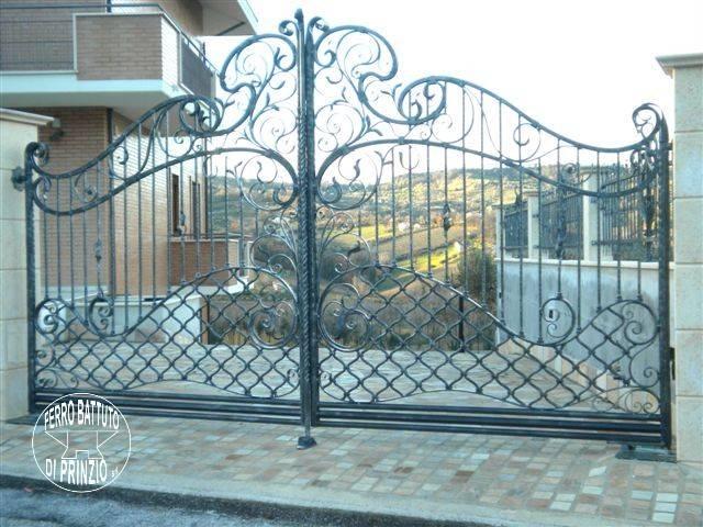Cancelli in ferro battuto cancello in ferro lavori in for Cancelli ferro battuto foto