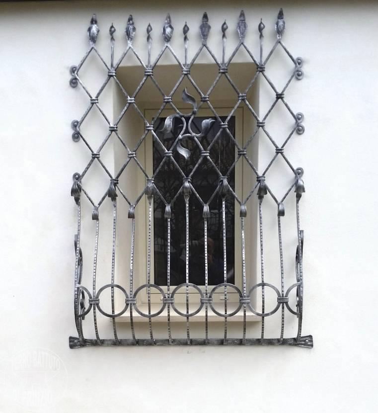 Realizzazione grate e protezioni ferro battuto di prinzio italia - Disegni di grate per finestre ...