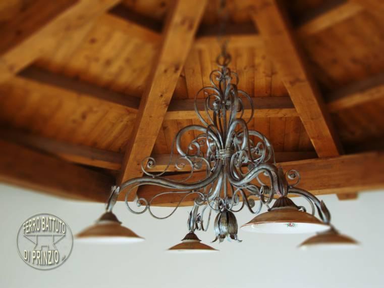 Lampadari In Ferro Battuto Bianco : Appliques: in ferro battuto e plafoniere in ferro