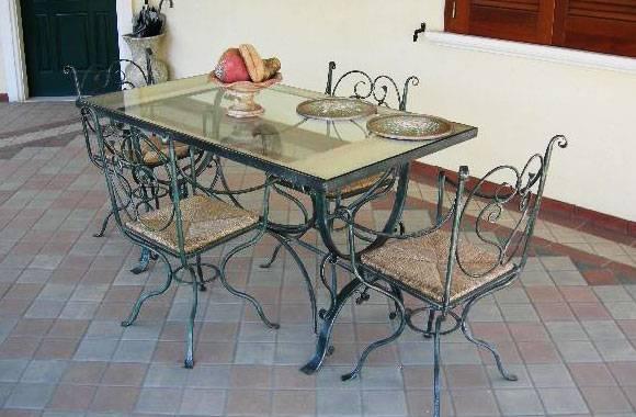 Mobili giardino ferro battuto for Arredo giardino in ferro