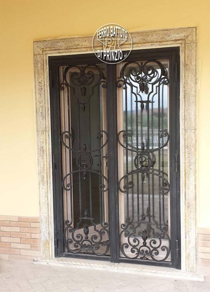 Realizzazione grate e protezioni ferro battuto di prinzio - Protezioni in ferro per finestre ...