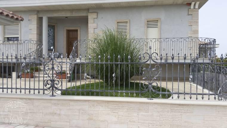 Recinzioni in ferro battuto recinti lavorati in ferro - Recinti per giardini ...