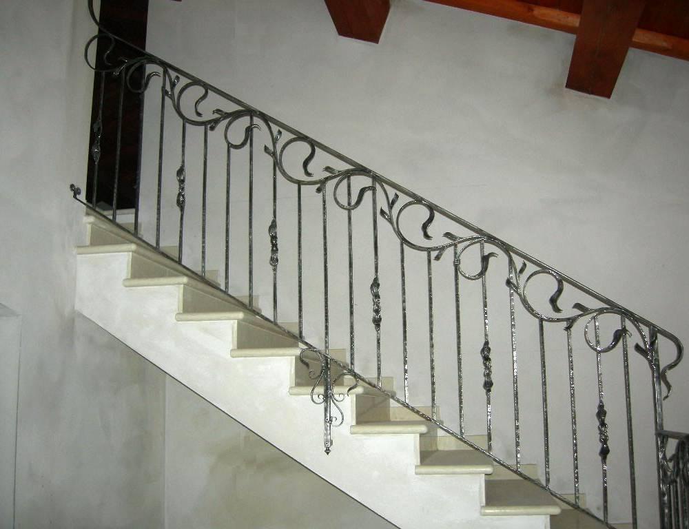 Balaustre interne in ferro scale in ferro battuto ringhiera per scale pag 2 - Ringhiere interne ...