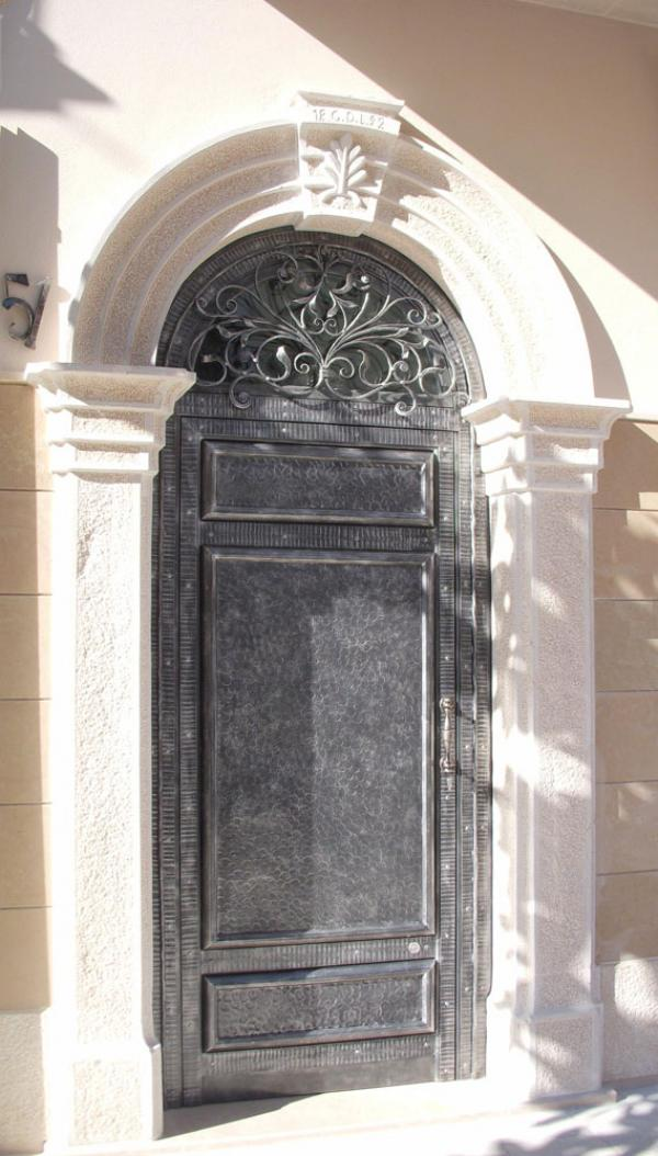Porte in ferro battuto cancelli in ferro battuto letti - Ferro battuto porta ...