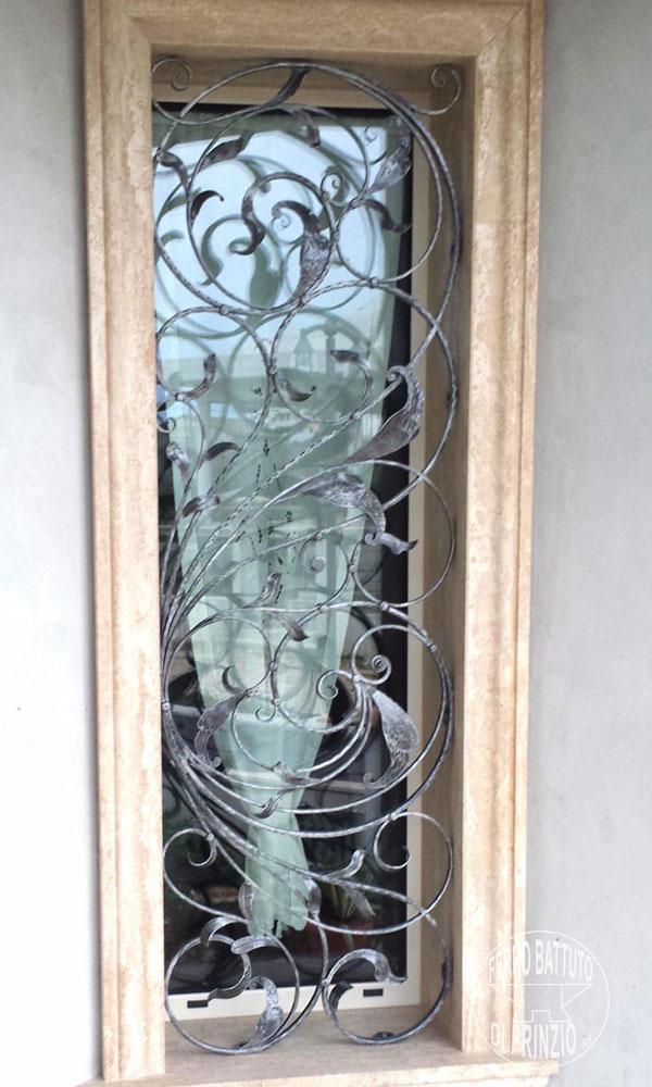Realizzazione grate e protezioni ferro battuto di prinzio - Grate in ferro battuto per finestre ...