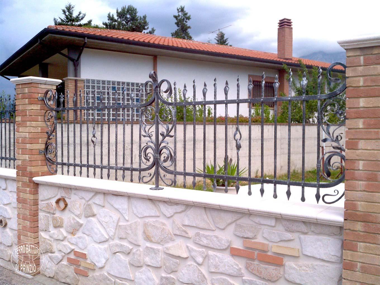 Recinzioni in ferro battuto recinti lavorati in ferro for Tipi di schierandosi per le case