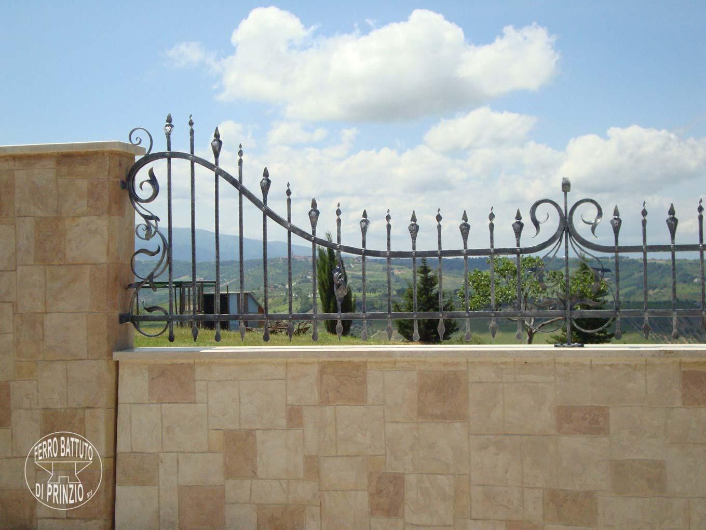 Recinzioni in ferro battuto recinti lavorati in ferro for Recinzioni in muratura per ville