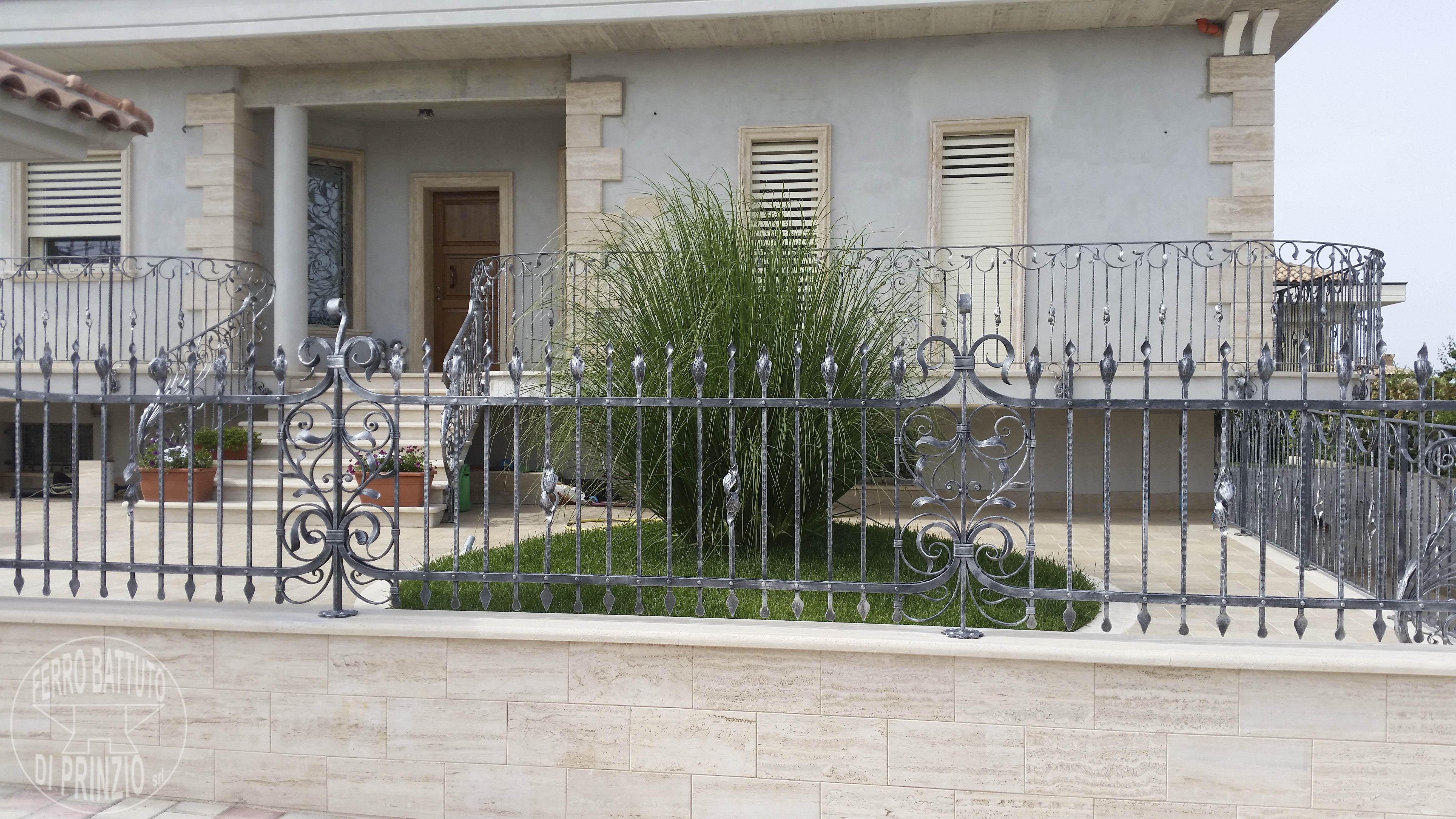 Recinzioni in ferro battuto per giardini - Recinti per giardini ...