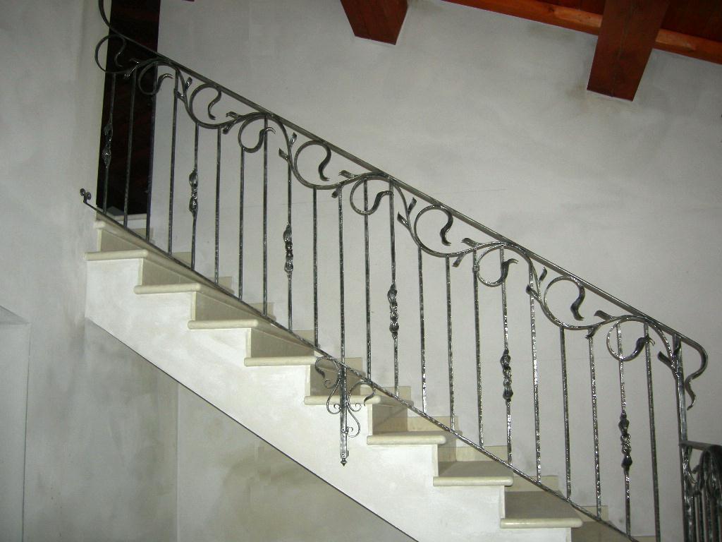 Balaustre interne in ferro scale in ferro battuto ringhiera per scale - Ringhiera scale interne ...