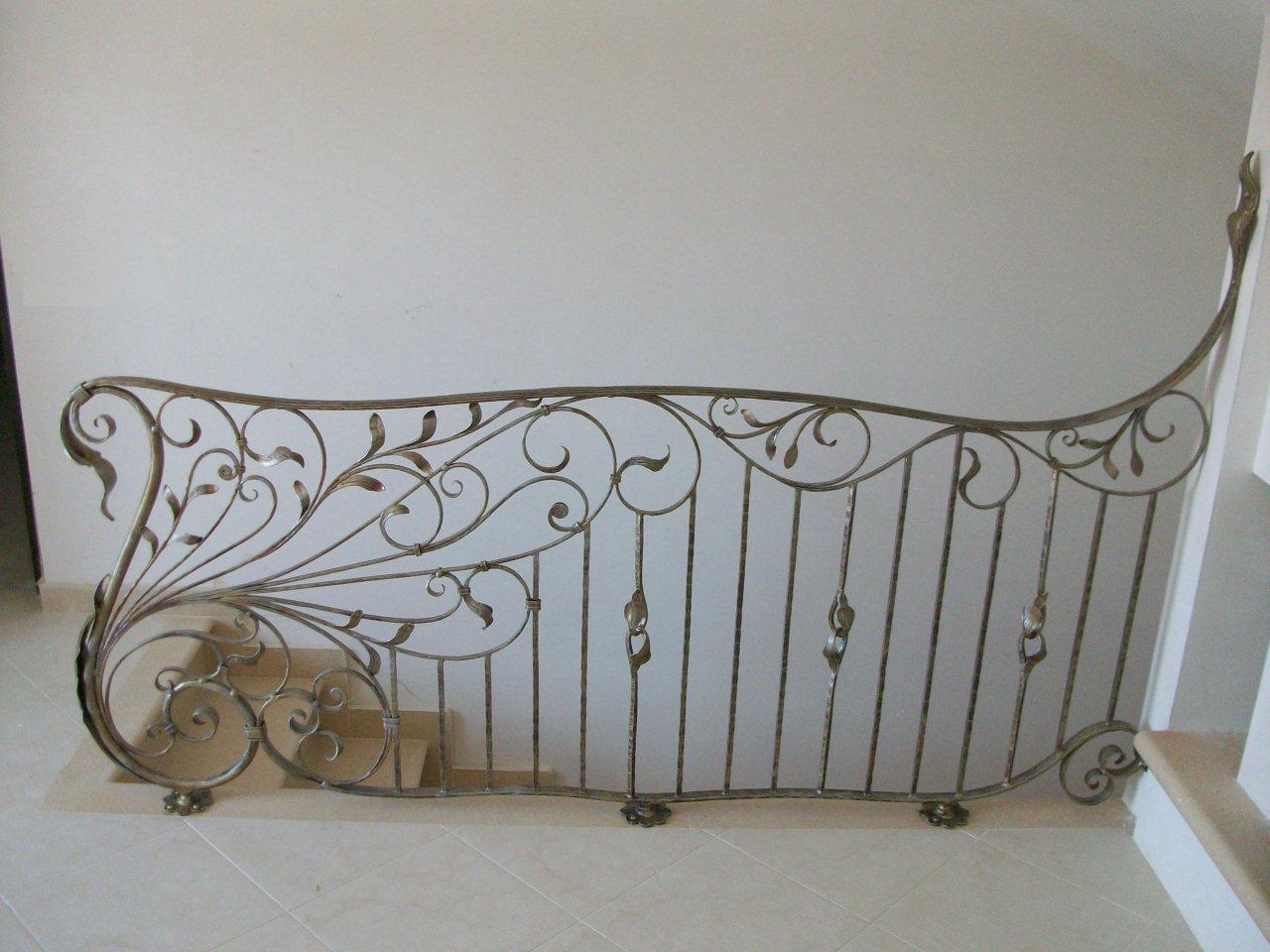 Balaustre interne in ferro scale in ferro battuto for Foto di ringhiere in ferro battuto