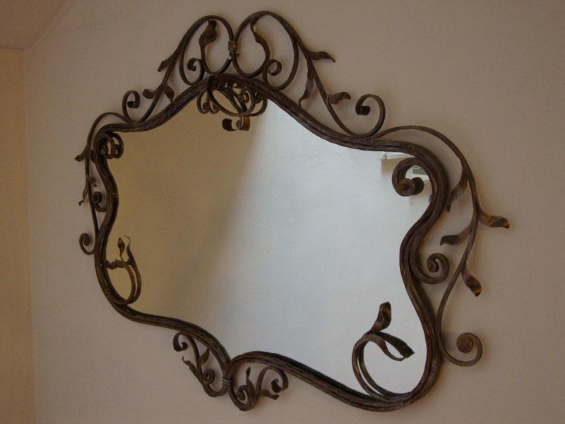 Realizzazione arredi interni arredi in ferro battuto di for Specchio in ferro battuto